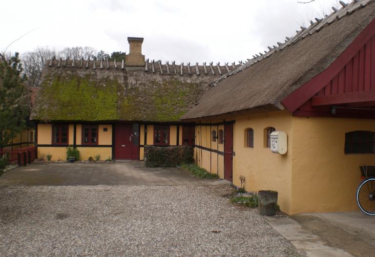 Hyggeligt bondehus midt i Vejlø landsby