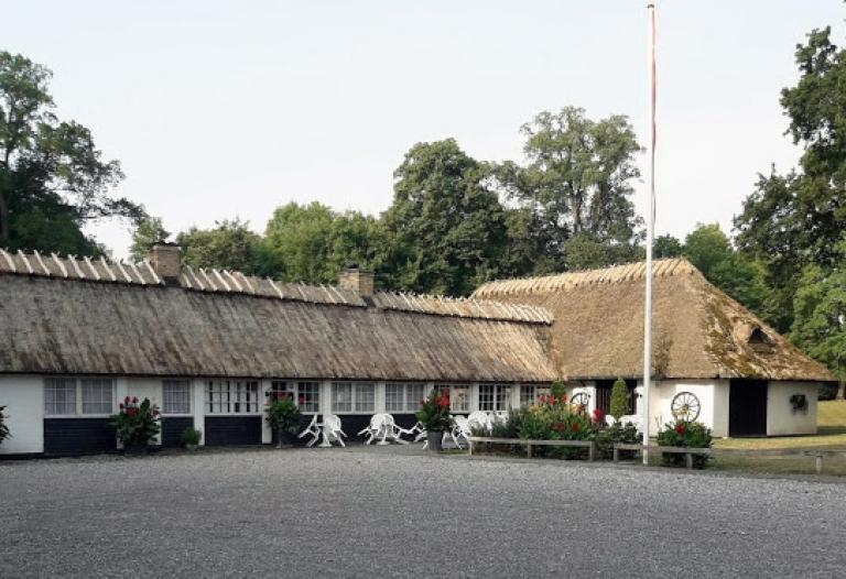 Utrolig velbeliggende restaurant nær Gavnø til leje