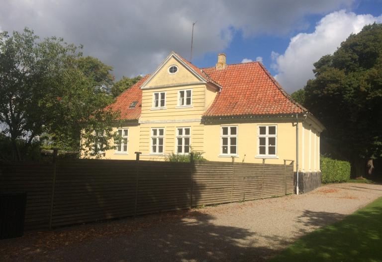 Smuk klassisk patriciervilla beliggende i Gavnø slotspark